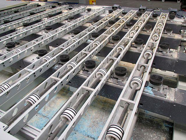 Steuerbare Vakuumsauger zwischen den Transportrollen